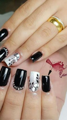 5 Gorgeous Gel Nail Designs With Flowers for 2019 : Check them out! Are you looking for a lovely Gel Nail Designs with Flowers for your long claws? You should take a look at the collection where we have got some unavoidable Gel Nail Designs With Flowers. Stylish Nails, Trendy Nails, Super Nails, Gel Nail Designs, Nagel Gel, Fancy Nails, Flower Nails, Gorgeous Nails, Black Nails