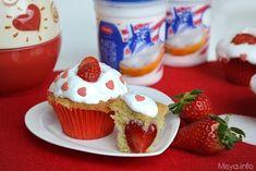 Cupcake alla fragola, scopri la ricetta: http://www.misya.info/ricetta/cupcake-alla-fragola.htm
