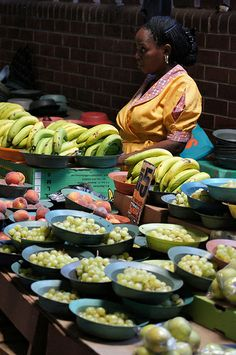 Fresh fruit vendors found in the streets of Durban, South Africa. Jacob Zuma, Population Du Monde, Paises Da Africa, Durban South Africa, African Market, South African Recipes, Fresh Market, Kwazulu Natal, Africa Travel