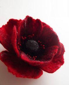 fleurs en feutrine, fleur rouge feutrée