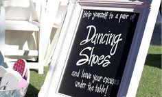 Matrimonio non convenzionale: le scarpe di ricambio per invitati - Mamme a spillo