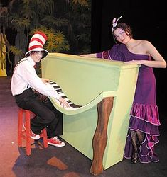 Google Image Result for http://www.chiangmai-mail.com/319/pictures/o5-Seussical_1.jpg