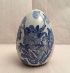 Vintage-Collectible-Chinese-Blue-White-Flower-Porcelain-Egg