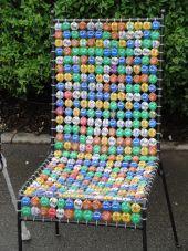 Maimarkt: Kunterbuntes Sitzmöbel aus Kronkorken konstruiert - Newsticker - Morgenweb