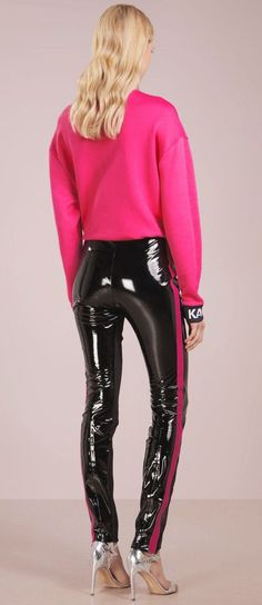 Black PVC pants with hot pink stripe along leg paired with pink sweater and silver heels. Pvc Leggings, Vinyl Leggings, Wet Look Leggings, Leggings Are Not Pants, Silver Leggings, Pantalon Vinyl, Latex Pants, Sexy Latex, Leather Trousers