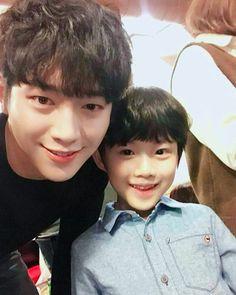 Twitter Seo Kang Jun, Angel Of Death, Korean Actors, Korean Dramas, Kdrama, Beautiful People, Black And White, Hair Styles, Beauty