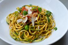 Red pepper pesto courgetti with toasted coconut and crispy parma ham. Fish Recipes, Low Carb Recipes, Vegan Recipes, Vegan Meals, Roasted Red Peppers, Toasted Coconut, Tasty Dishes, Pesto, A Food
