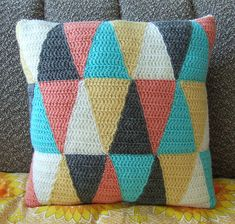 Ravelry: Triangle pillow pattern by Solveig Grimstad