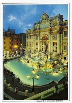 Trevi Fountain , Roma, Italy -