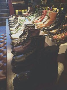I would die to have a closet like this.