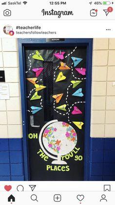 Infant Classroom, Classroom Door, Classroom Setup, Classroom Design, Future Classroom, Classroom Organization, School Welcome Bulletin Boards, Preschool Bulletin Boards, Preschool Classroom