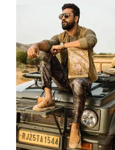 Vicky Kaushal for GQ India Male Fashion Trends, Fashion Poses, Gq, Bodycon Tops, Man Crush Everyday, Stylish Boys, Falling In Love With Him, Bollywood Stars, My Collection