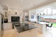 New kitchen renovation layout family rooms ideas Kitchen Diner Extension, Open Plan Kitchen Diner, Kitchen Layouts With Island, Kitchen Island, Kitchen Sink, Island Sinks, Space Kitchen, Kitchen Extension Into Garden, Island Bar