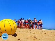 Beach party Kreta zomervakantie 2021 Holiday News, Beach Activities, Crete Greece, Summer Months, Island, Juni, Diving School, Snorkeling, Summer Vacations