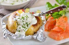 Patate con panna acida e salmone - Ricetta di Chiara Maci