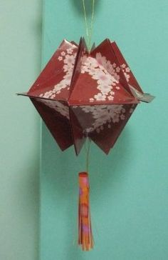 This lens shows you step by step instruction on how to use red packets to make a simple lantern. This Chinese New Year red packet craft is very...