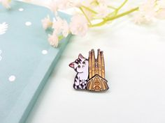 Sagrada Familia's cat pin-badge