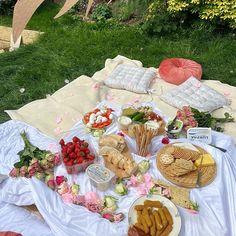 Picnic Date Food, Picnic Time, Picnic Foods, Summer Picnic, Picnic Ideas, Cute Food, Yummy Food, Comida Picnic, Tenten Y Neji