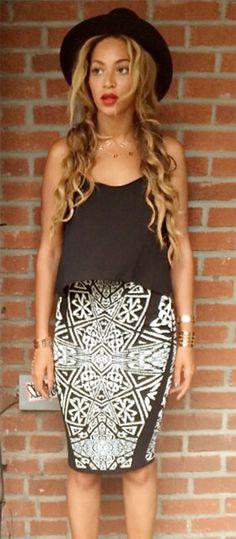 Beyoncé looking good in a #nicolemiller Artelier maze print skirt.