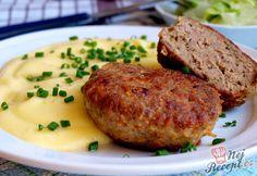 I v tomto teple třeba jíst. Dnes byly k obědu karbanátky s klasickou bramborovou kaší. Přiznám se, že v tomto teple jsem se smažila ve vlastní šťávě i já, ale pak u stolu jsme si všichni pochutnali, takže jsem byla spokojená. Já používám na karbanátky 2 typy masa, někdo však pouze jedno, tak dejte na své chutě. Autor: Naďa I. (Rebeka) No Salt Recipes, Beef Recipes, Cooking Recipes, Czech Recipes, Ethnic Recipes, Meatloaf, Salmon Burgers, Easy Meals, Pork