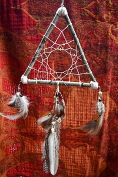 DIY Tutorial DIY Dreamcatcher / DIY triangle dream catcher - Bead&Cord
