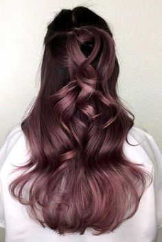 The Best Hair Color Ideas for Brunettes Brunette Hair Colors_Dusty Lavender The post Die besten Haarfarbideen für Brünette & Hair color appeared first on Lilac hair . Ombre Hair Color, Cool Hair Color, Purple Hair, Pastel Hair, Trendy Hair Colors, Violet Brown Hair, Rich Hair Color, Ombre Rose, Hair Dye Colors