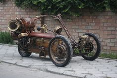 I'm a sucker for steampunk creations. Over the years I've shared a lot of steampunk creations from giant steampunk dragons to century laptops. But, this awesome steampunk trike tops them all. Chat Steampunk, Steampunk Motorcycle, Design Steampunk, Style Steampunk, Steampunk Gadgets, Steampunk Diy, Steampunk Fashion, Steampunk Dolls, Trike Motorcycle