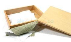 Tkaniny w pudełku - nr 2 - pomoce Montessori - Sklep aleZabawki.co