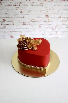 A gorgeous heart shaped cake in red with gold sugar rose for a couples first anniversary celebrations ! Thankyou for looking . Heart Shaped Cakes, Heart Cakes, Heart Shaped Birthday Cake, Valentines Day Cakes, Valentine Desserts, Mini Cakes, Cupcake Cakes, Heart Shape Cake Design, Happy Anniversary Cakes