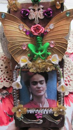 Frida Kahlo Wooden Altar Mixed Media Wall Hanging With Brass Butterfly And Green Pelvis Bones Frida Kahlo Diego Rivera, Diego Rivera Art, Frida And Diego, Frida Art, Media Wall, Heart Wall, Mexican Folk Art, Naive Art, Art Techniques