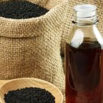 Black cumin has been shown in scholarly studies to have remarkable health effects. You can get tons of benefits from it, inside and out. Kalonji Oil, Nigella Sativa Oil, Skin Craft, Black Seed, Oil Benefits, Oil Uses, Health And Nutrition, Health Facts, Health Tips