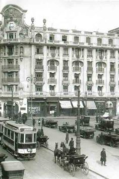 Fotografii 1930 - 1949 Vintage Architecture, Beautiful Architecture, Bucharest Romania, Back In Time, Old City, Image Photography, Old Photos, Tourism, Places To Visit