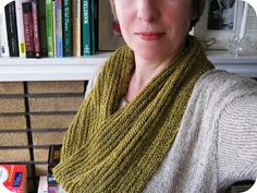 Cornflower Blue: Free Knitting Pattern :: February Cowl