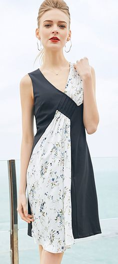 Fashion Stitching Hit Color V-Neck Sleeveless A-Line Skater Dress