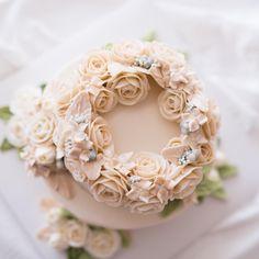 예쁘니까 하나 더. butterceam flower cake . . . student's work. . . #루이스케이크 #플라워케이크…