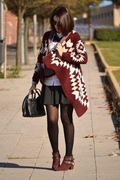 Victim of my closet: Look: Burgundy, negro, blanco. #fetishpantyhose #pantyhosefetish #legs #booties #blogger #pantyhose #black