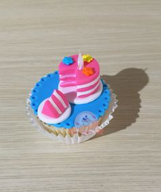 Cupcake de cumpleños. Cupcake con mini torta
