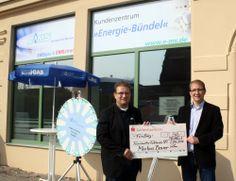 Markus Bauer übergibt Spendenscheck (Website: www.markus-bauer.biz)