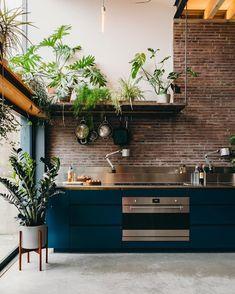 Home Design Decor, Küchen Design, Interior Design Inspiration, House Design, Home Decor, Kitchen Plants, Kitchen Dining, Kitchen Decor, Home Interior