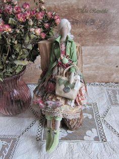 Muñeca artesanal textil muñeca Interior muñeca arte suave muñeca muñeca verde primavera en la ciudad
