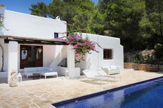 Written by Miss W on April 2012 All of Ibiza interior designer Clare Bloomer's projects embody her key concepts Mediterranean Houses, Mediterranean Architecture, Architecture Details, Ibiza, Porch And Terrace, African House, Casa Cook, Moraira, Greek House