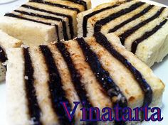 Vinatarta is an Icelandic Christmas Cake that we always have at the Christmas service at our little church. Layers of sugar cookie and cooked prunes (sounds weird, but it's really quite tasty) - wouldn't be Christmas without it. Sweet Recipes, Cake Recipes, Dessert Recipes, Prune Cake, Yummy Treats, Sweet Treats, Traditional Christmas Food, Nordic Recipe, Norwegian Food