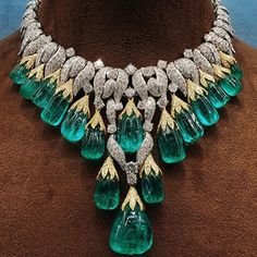 A one of a kind stunning emerald and diamond necklace by @davidwebbjewels.