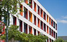 Manuel Ruisánchez Capelastegui · Edificio de 103 viviendas, locales comerciales i aparcamiento