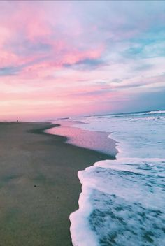 Pin by grace maher on aesthetic summer vibes, beach aesthetic, summer. Ocean Wallpaper, Summer Wallpaper, Aesthetic Backgrounds, Aesthetic Wallpapers, Beach Pictures, Pretty Pictures, Pretty Sky, Beach Aesthetic, Aesthetic Pictures