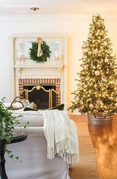 Our Classic Christmas Home Tour - Sincerely, Marie Designs - tamtamzeze. Christmas Interiors, Christmas Bedroom, Cozy Christmas, Magical Christmas, Christmas Ideas, Christmas Crafts, Outside Christmas Decorations, Xmas Trees, Classic House