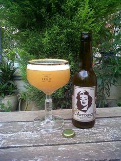 Marca: Molta Birra.  Clase: L'Arrossa.  Fabricante: Molta Birra.  Cerveza artesanal de trigo.  Estilo: Witbier.  Procedencia: Girona (España).  Fermentación: Alta.  Grados: 5,5%.