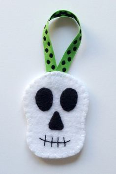 Felt Halloween Ornaments Tutorial and Free Pattern - Skull - Felt With Love Designs