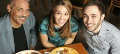 8 ways to save while dining out