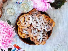 Tippaleipä on vapun vakioherkku, joka maistuu erityisen hyvältä siman kanssa nautittuna. Katso helppo resepti ja valmista tippaleipiä juhlapöytään!